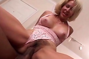 d like to fuck acquires her bushy wet crack
