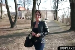 hawt chick shows her hawt assets in public