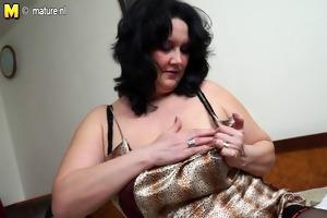 plump mother masturbate alone
