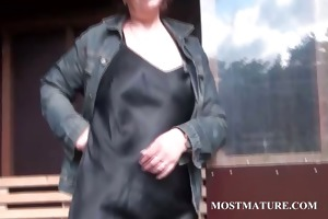 older hottie rubs fur pie with hot undies