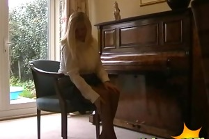 stylish blond english d like to fuck housewife