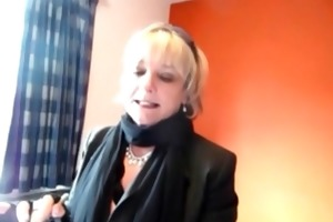 granny jasmine gives a oral-sex in a motel