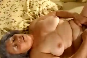 aged granny getting her cunt filled with sex-toy