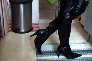 alexia shows her kitchen in her darksome boots
